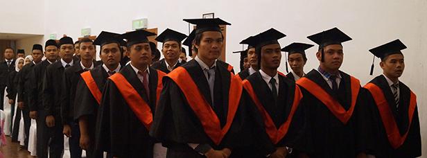 Perarakan Graduan Ke Majlis Konvokesyen